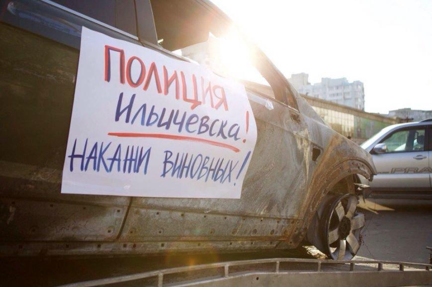В Ильичевске в центре города выставили сожженные машины депутатов (ФОТО) (фото) - фото 1