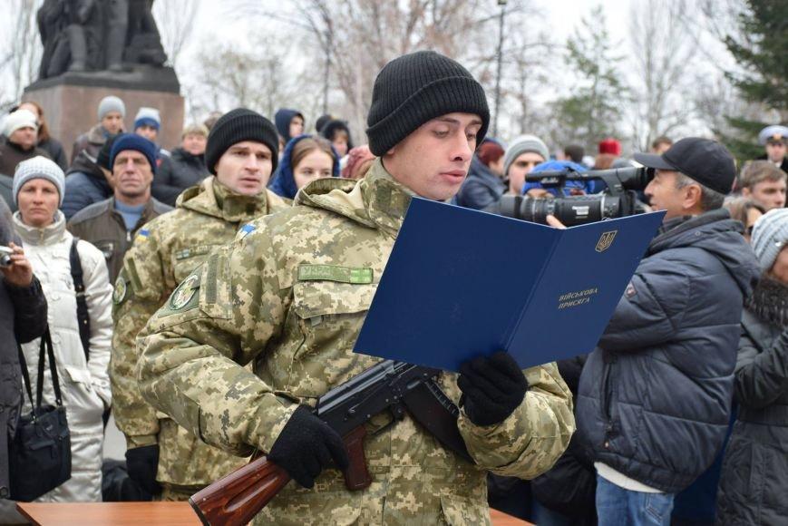 «Героями не рождаются, героями становятся», - в Николаеве 346 новобранцев торжественно приняли присягу (ФОТОРЕПОРТАЖ), фото-6