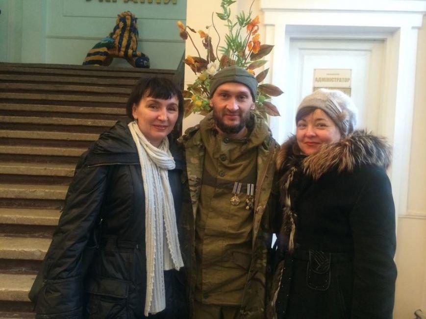 Военнослужащих в секторе «М» поздравили волонтеры и оркестр Национальной гвардии (ФОТО), фото-2