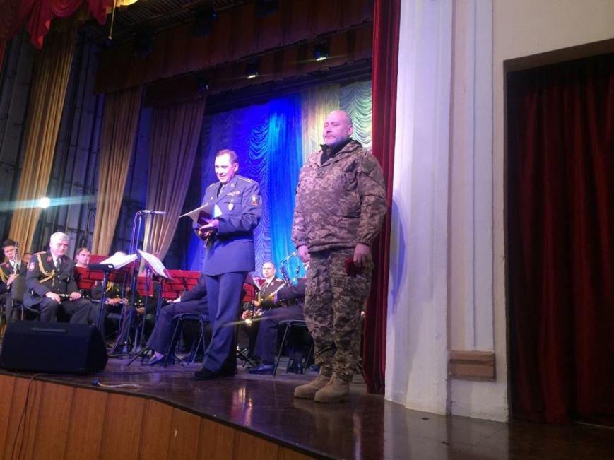 Военнослужащих в секторе «М» поздравили волонтеры и оркестр Национальной гвардии (ФОТО), фото-5