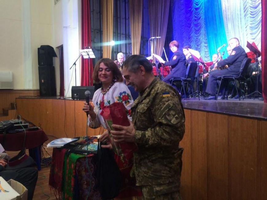 Военнослужащих в секторе «М» поздравили волонтеры и оркестр Национальной гвардии (ФОТО), фото-1