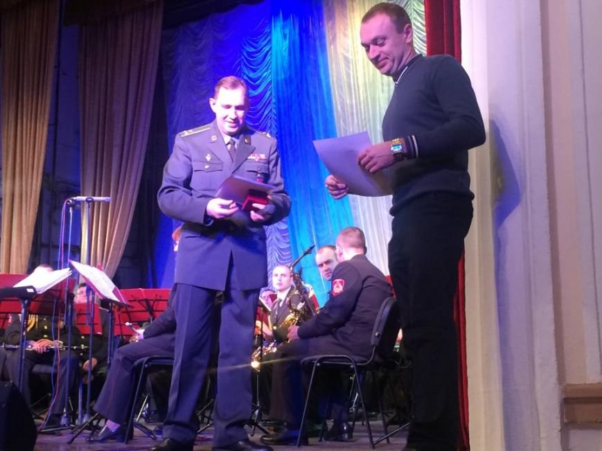 Военнослужащих в секторе «М» поздравили волонтеры и оркестр Национальной гвардии (ФОТО), фото-9