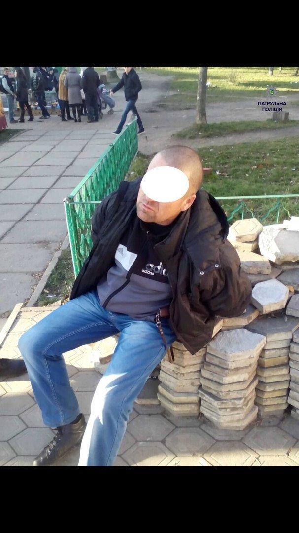 У Львові на зупинці громадського транспорту затримали чоловіка із револьвером (ФОТО) (фото) - фото 1