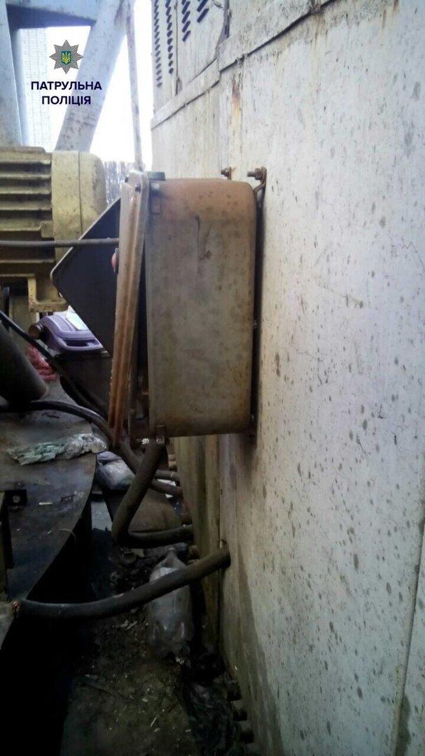 Поліцейські на гарячому затримали крадія електронних дротів (ФОТО) (фото) - фото 1