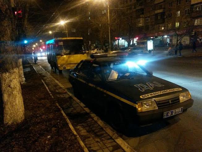 В Мариуполе женщина выпала под колеса маршрутки (ФОТО), фото-1