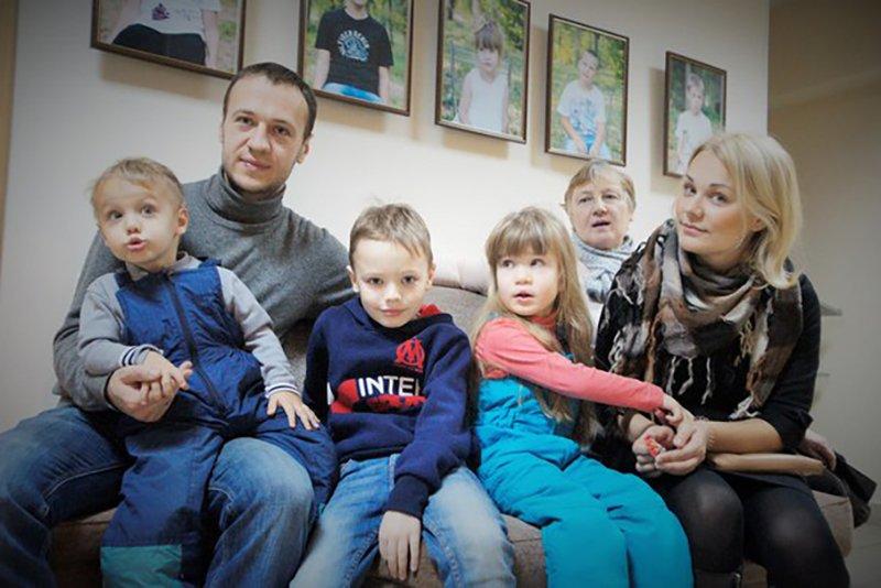 В Белгороде открылась выставка, посвященная проблемам детей с аутизмом «Такие как все» (фото) - фото 1