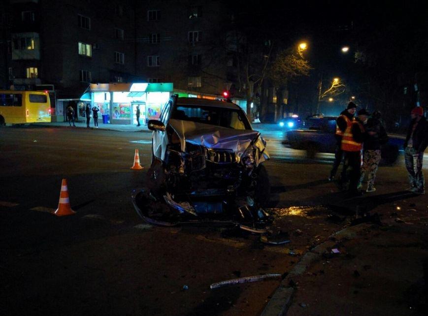 ac1b0e2e6f1c83619b11b6fe213092ab Авария на миллион: В Одессе Prado столкнулась с Range Rover