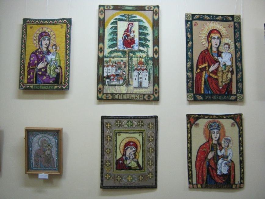 В Чернигове открылась выставка вышитых икон, фото-1