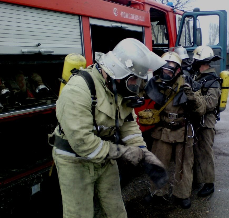 В Днепродзержинске на выходных горели автомобили и дома, фото-3