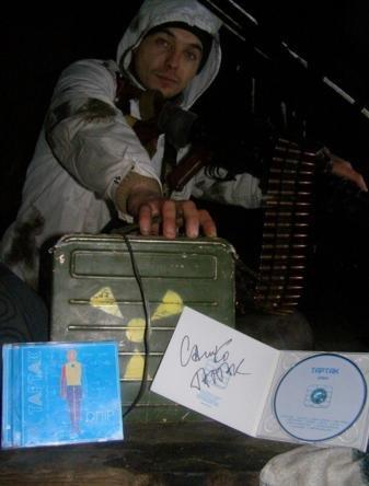 Бійцю АТО із Вінниці, який стояв на 32 блокпості, ТАРТАК подарував свій новий альбом (фото) - фото 2