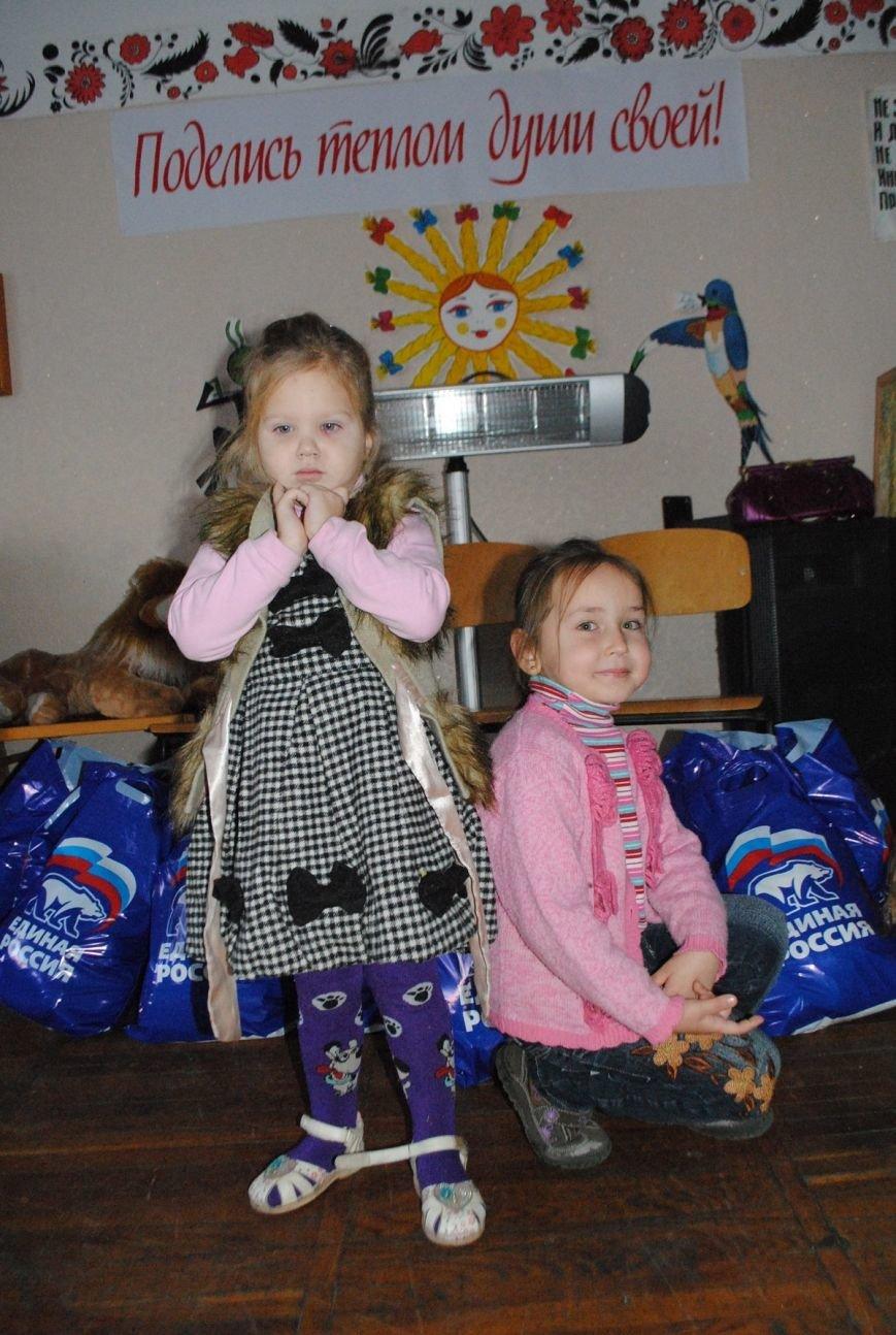 Единороссы вручили 30 продуктовых наборов семьям, воспитывающих детей-инвалидов (1)