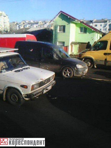 У Франківську перед Пасічнянським мостом у ДТП зіткнулися три авто (ФОТО), фото-1