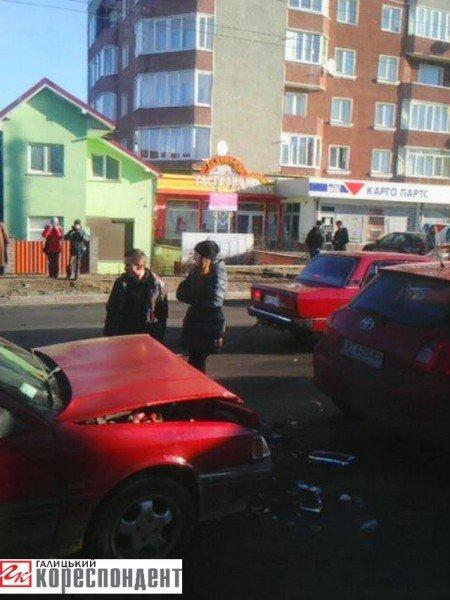 У Франківську перед Пасічнянським мостом у ДТП зіткнулися три авто (ФОТО), фото-2