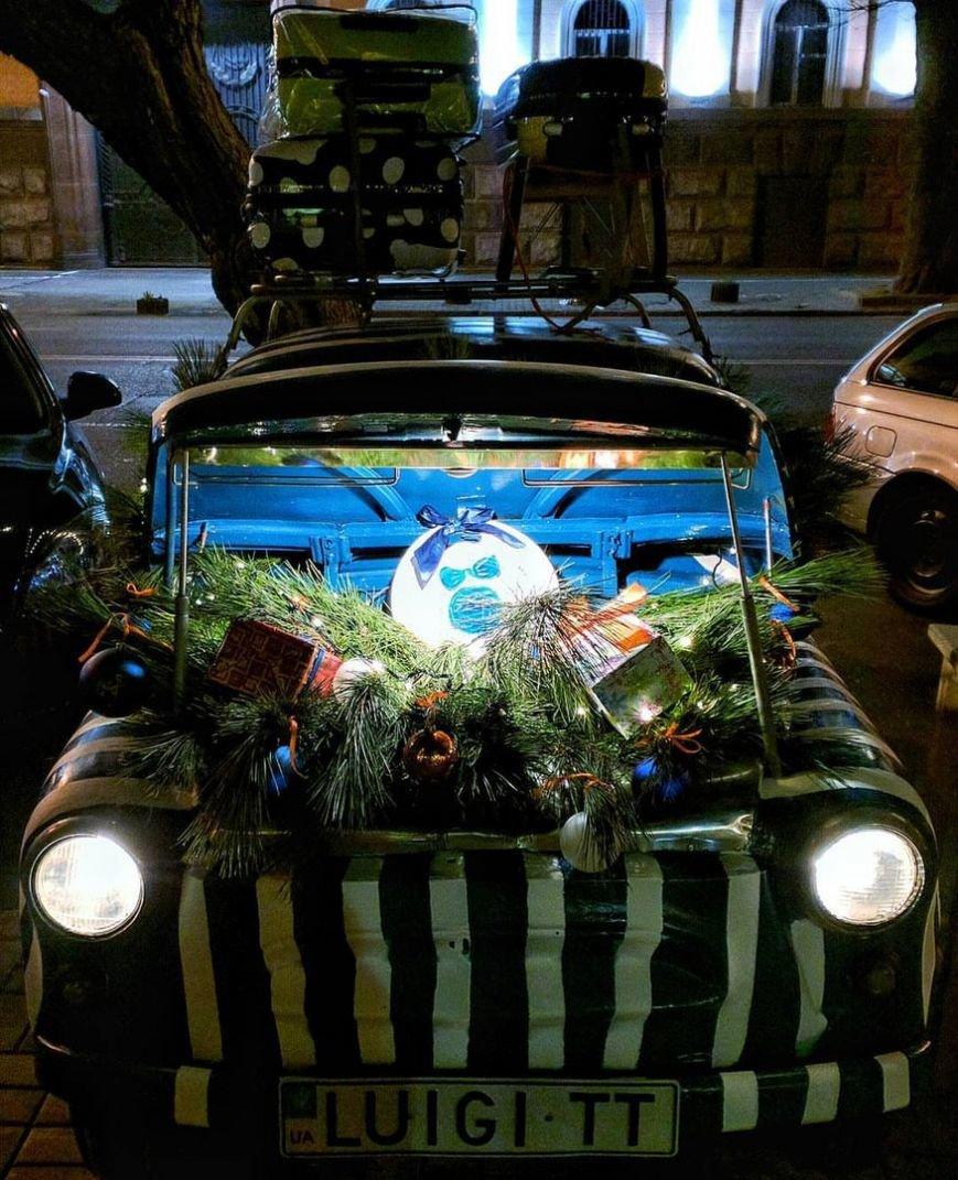Самый известный в Одессе «горбатый» запорожец принарядился к Новому году (ФОТО) (фото) - фото 1