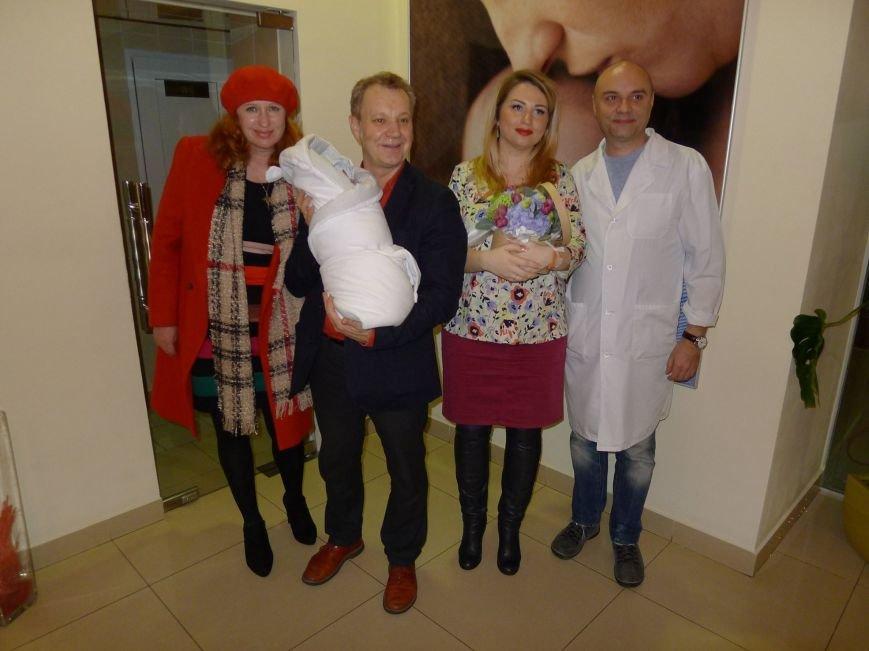 Делиев забрал из роддома жену и маленького сына (ФОТО) (фото) - фото 1