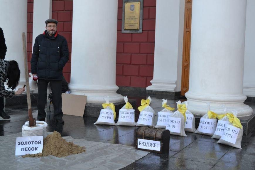 6503a8d53fdef8e85e7c5e6589e84a1f Вход в одесскую мэрию заблокировали мешками с песком