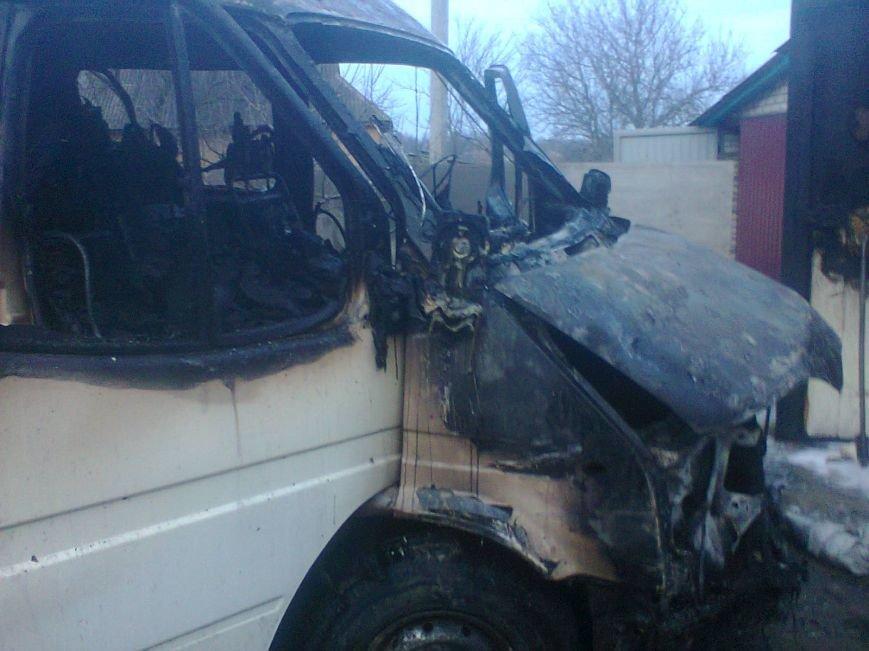 На Кировоградщине в гараже загорелся «Ford Transit» (фото) - фото 1
