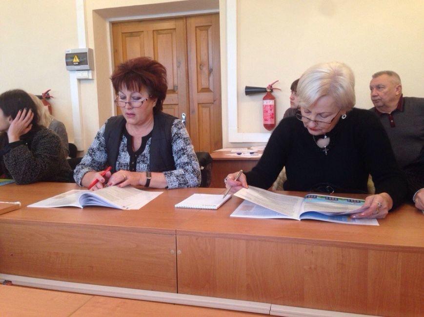В Симферополе презентовали первый в России учебник для потребителей услуг ЖКХ (фото) - фото 1