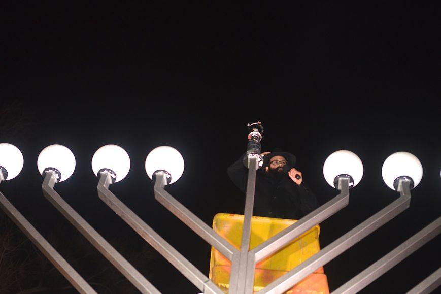 Иудеи Ростова-на-Дону впервые зажгли в центре Ростова свечу Хануки (фото) - фото 1