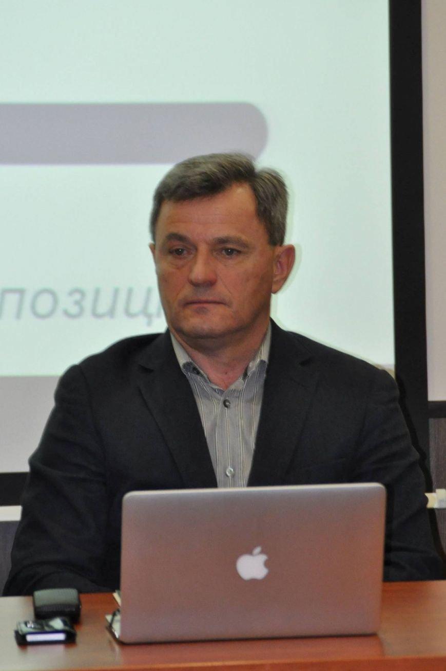 В Днепропетровске эксперты и общественность обсудили создание новой Конституции Украины (ФОТО) (фото) - фото 1