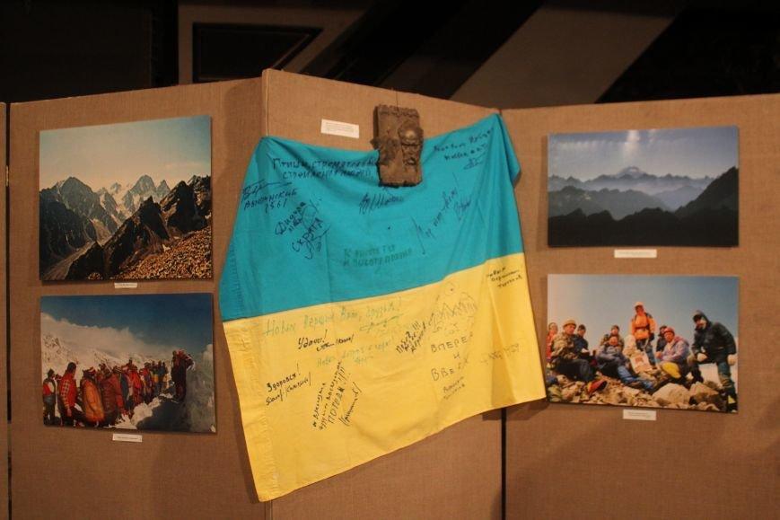 В музее истории Днепродзержинска выставку «Від земного до небесного» открывали альпинисты, фото-2