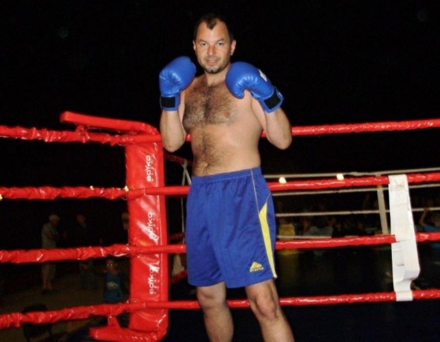 Дмитро Лазуткін – чемпіон Європи з кікбоксингу (фото – vsiknygy.net.ua)