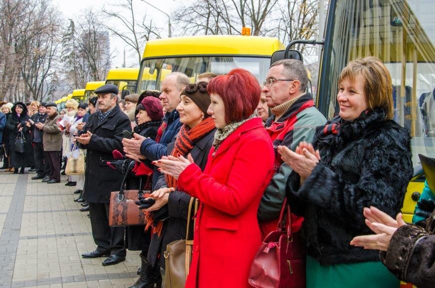 Днепропетровщина получила 35 новых школьных автобусов (ФОТО) (фото) - фото 1