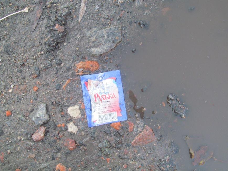 В центре Кременчуга рассыпаны этикетки подакцизной продукции 6 лет назад ликвидированной торговой марки (фотофакт), фото-6