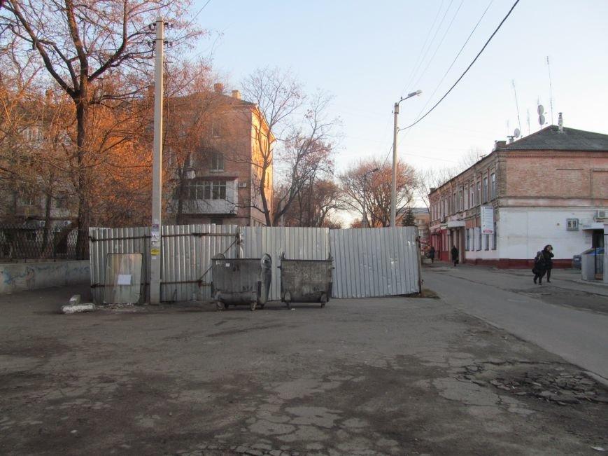 В центре Кременчуга рассыпаны этикетки подакцизной продукции 6 лет назад ликвидированной торговой марки (фотофакт), фото-7