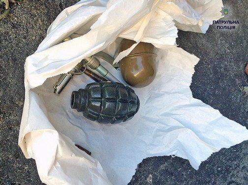 На Троещине дворник нашел две гранаты (ФОТОФАКТ) (фото) - фото 1