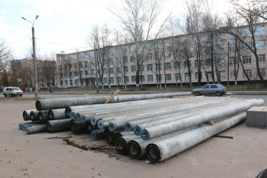До конца недели в Чернигове закончат демонтаж опор для новой троллейбусной линии, фото-7