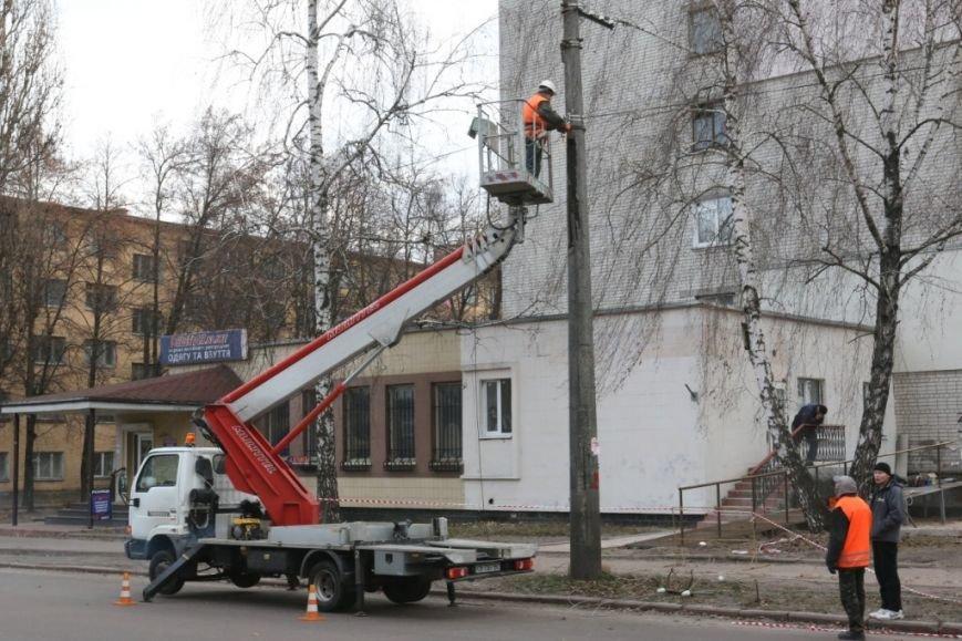 До конца недели в Чернигове закончат демонтаж опор для новой троллейбусной линии, фото-3