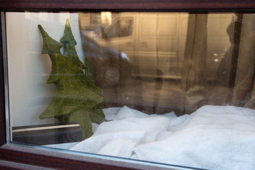 f6fe4e2a04f58352a4e917a10d8af1be Витрины одесских магазинов украсили ёлки