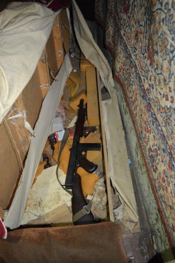 Жителю Димитрова придется ответить за хранение раритетного оружия «гангстерской эпохи» ... по всей строгости закона (фото) - фото 1