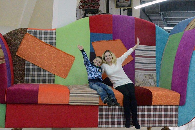 Белгородцам предлагают загадать желание под ёлочкой на уникальном диване-великане (фото) - фото 1