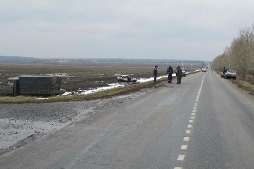 В Белгородской области женщина на «Ниве» улетела в кювет и перевернулась, фото-1