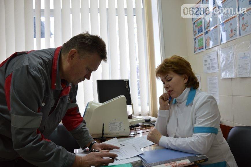 20 лет врачи медсанчасти АКХЗ заботятся о здоровье трудящихся (ФОТО) (фото) - фото 1