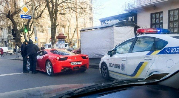 5ee3cff746feea284f566d286bacd7da В руки одесской полиции попал мажор на красной Ferrari
