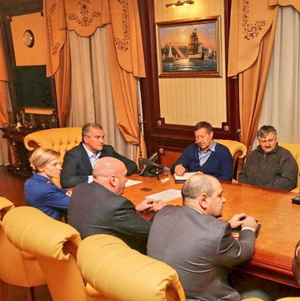 В кабинете Аксенова обнаружили картину с видом на одесскую Потемкинскую лестницу (ФОТО) (фото) - фото 1