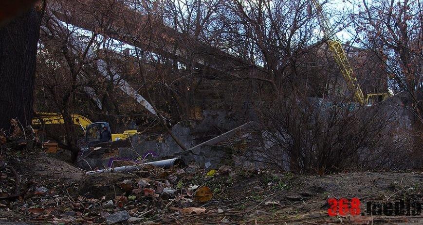 СМИ: под одесским Тещиным мостом вырубят деревья и выстроят автосалон Lexus (ФОТО) (фото) - фото 1