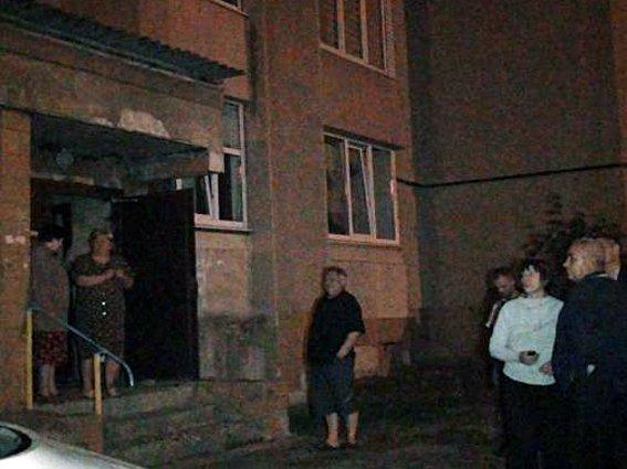 На Хмельниччині горіла багатоповерхівка, пожежу загасили та врятували дитину (Фото) (фото) - фото 1