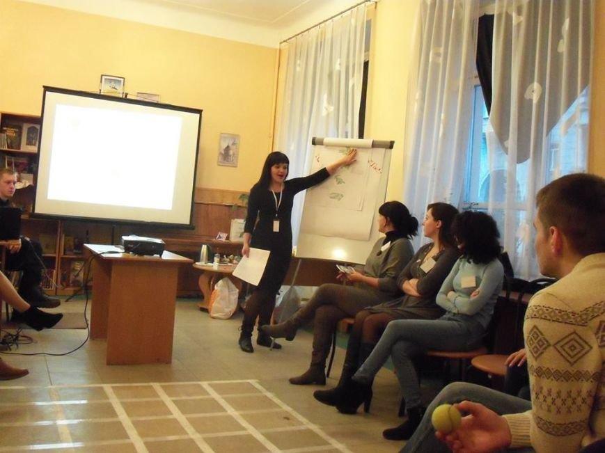 Тренинг в днепродзержинской библиотеке объединил местных жителей и переселенцев, фото-2