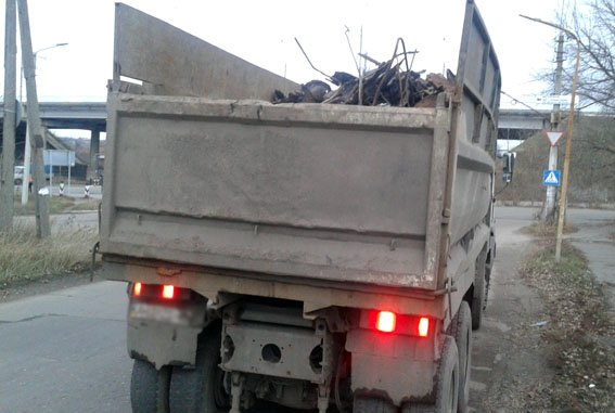 На блокпостах Донецкой области пресечены нелегальные перевозки металла и древесины (фото) - фото 3