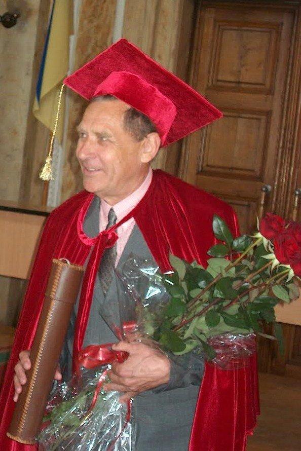 Почетному доктору та випуснику ЧНУ виповнилося 80 років (фото) - фото 1