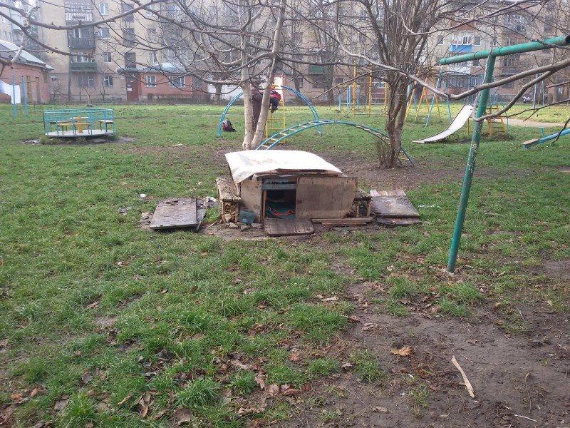 """Франківчанка, викликала """"ЄРЦ"""", щоб забрати собачу будку з двору (ФОТО), фото-1"""