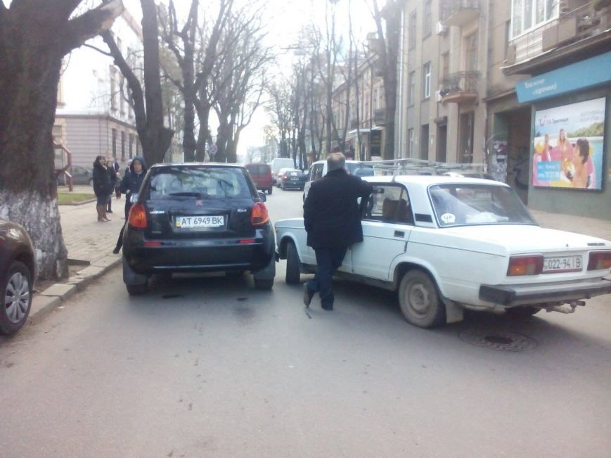На Франка і прилеглих вулицях ускладнений рух (ФОТО), фото-2