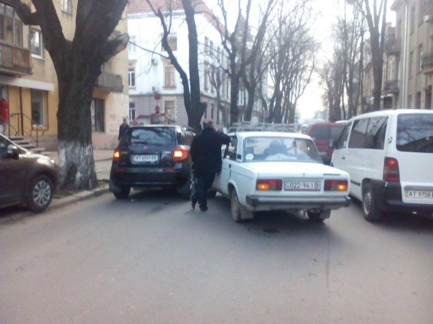 На Франка і прилеглих вулицях ускладнений рух (ФОТО), фото-1