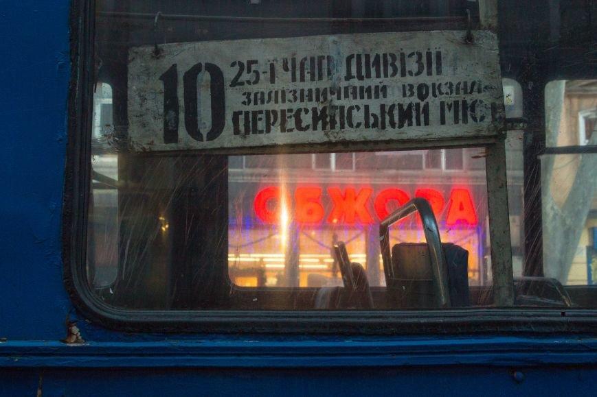 0047e955546146de3b55a1e5dda82700 В центре Одессы горит троллейбус