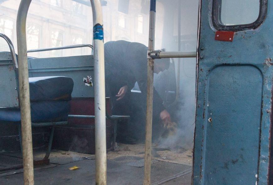 652961f45119a9da93c386f5b18e1f24 В центре Одессы горит троллейбус