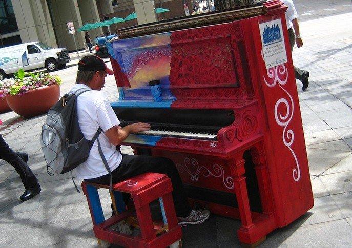 В Одессе прямо на улицах могут появиться бесплатные пианино для всех желающих (ВИДЕО) (фото) - фото 1